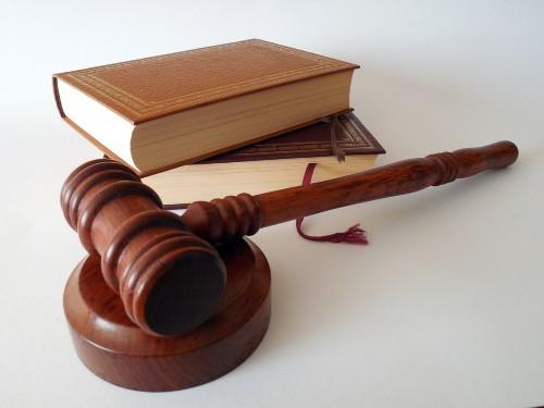 So sánh giữa ban pháp chế nội bộ và dịch vụ pháp lý thường xuyên của các Công ty Luật