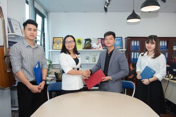 Ký kết hợp đồng sử dụng dịch vụ Luật sư Doanh nghiệp với Công ty Cổ phần LANDSTOC Việt Nam