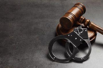 Phân biệt quyền hạn giám đốc thẩm và tái thẩm